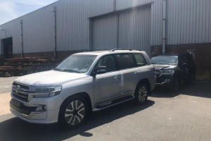 Toyota Land Cruiser VXR (Executive Lounge)