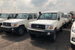 Toyota Land Cruiser HZJ78 3+10